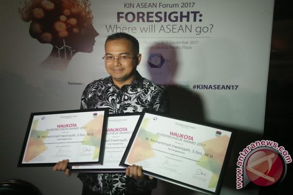 Wali Kota Pangkalpinang Raih Tiga Penghargaan KIN ASEAN 2017