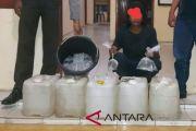 Polisi Muntok tangkap dua penjual minuman beralkohol jenis arak