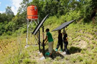 Enam unit solar panel untuk para orangutan di Samboja
