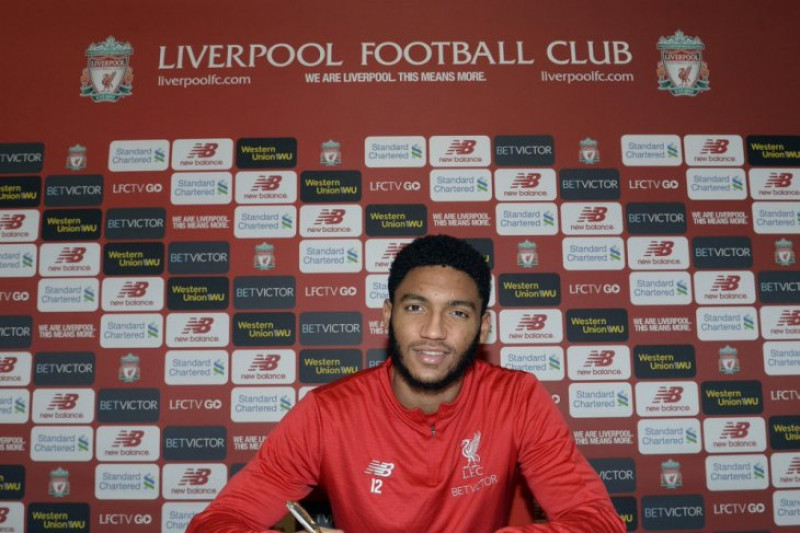 Joe Gomez teken kontrak baru di Liverpool