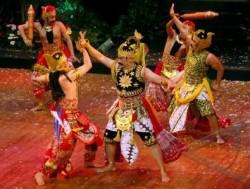 Pementasan Wayang Kolaborasi Bali Jawa dan India - Antara ...