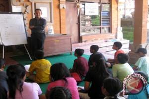 Grand Istana Rama Ajarkan 100 Anak Bahasa Inggris