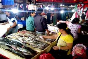 Pasar Ikan Kedonganan Dipenuhi Pembeli Jelang Tahun Baru