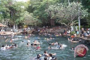 Air Sanih Buleleng Dipadati Wisatawan