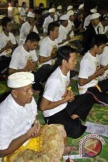 Atlet Bali Rayakan Kuningan di Pekanbaru
