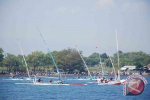Nelayan Ikuti Lomba Perahu Layar