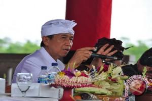 Gubernur Bali Main Teater di Taman Budaya