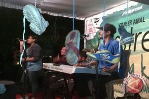 Remaja Di Bali Nonton Konser Bertiket Sepatu