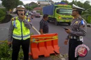 Gilimanuk-Denpasar Dihadang Jalan Longsor