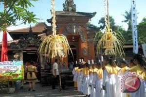 Rayakan Natal Dengan Tradisi Bali