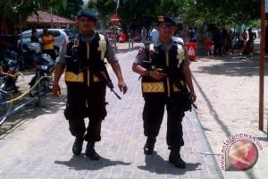 Polisi Bersenjata Patroli Keliling Pantai Kuta