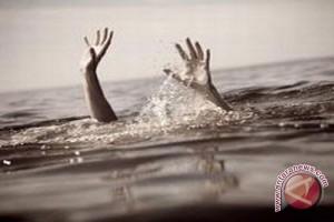 Asik Foto, Dua Siswa Tenggelam di Danau