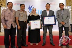 Telkomsel Operator Terbaik BSEA 2013