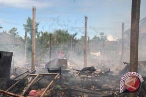 28 Rumah Petak Pemulung Terbakar