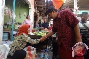 Cagub Puspayoga Disambut Pedagang Pasar Gilimanuk