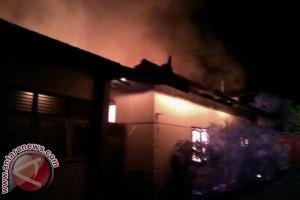 Kantor Kades Pemaron Terbakar