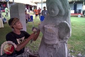 Tujuh Pematung Tunjukkan Kemampuan di Nusa Dua Fiesta
