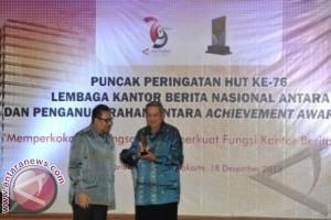 Presiden Dianugrahi Antara Achievement Award