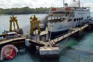 Penyeberangan Pelabuhan Padangbai Lancar