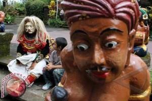 Tokoh : Adat Pondasi Utama Pelestarian Budaya