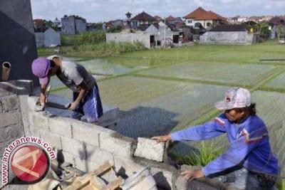 Gubernur Pastika Minta Penyelamatan Lahan Pertanian Realistis