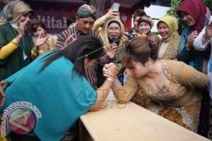 Kartini-kartini Bali Di Tengah Aktivitas Ritual