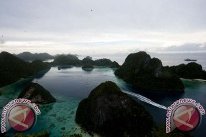 President Jokowi Attends Mothers Day in Raja Ampat