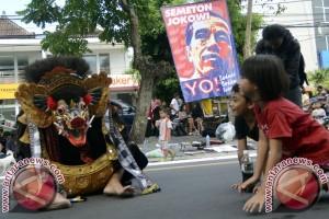 """Sukarelawan Jokowi Galang Dukungan dengan Parade """"Ngelawang"""""""