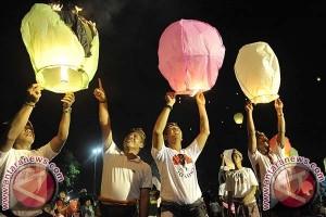 Ratusan Masyarakat Kota Denpasar Ikut Lepaskan Lampion
