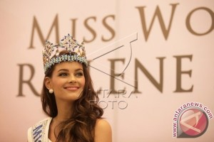 Cantik versi Miss World Rolene Strauss