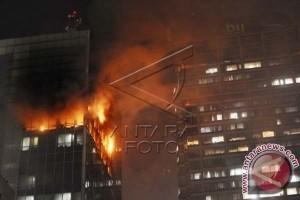 Api di Wisma Kosgoro Akhirnya Padam Setelah 7 Jam