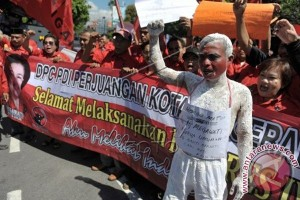 Ribuan Simpatisan Berorasi Dukung Megawati Ketum PDIP