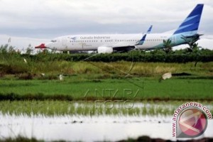 Pesawat Garuda Tergelincir di Makassar