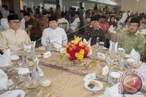 Novanto Suguhkan Bakmi Citro Solo untuk Presiden Jokowi