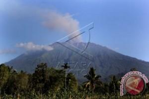 "Kemenhub Sebarkan ""Notam"" Erupsi Gunung Raung"