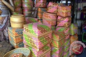 Pengrajin Tigawasa Pamerkan Kerajinan Anyaman Bambu