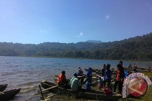 Wisatawan Domestik Padati Danau Tamblingan