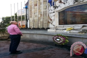 Dubes Australia Berdoa di Monumen Bom Bali