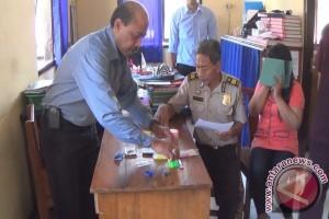 Satresnarkoba Buleleng Tangkap Karyawan Swasta Pakai Narkoba (Video)