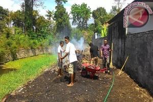 Hotel Puri Saron Bersihkan Sampah