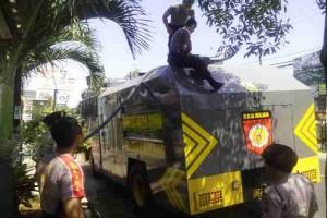 Polisi Buleleng Salurkan Air Bersih Atasi Kekeringan