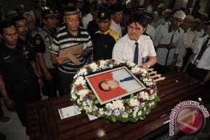 Doa Iringi Pemakaman Jenazah Kopilot Aviastar