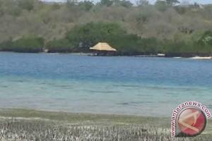 Wisatawan Domestik Padati Pantai Penimbangan Libur Pagerwesi
