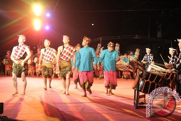 Kolaborasi grup musik Bali-Jateng bawakan garapan