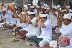 """Wagub Bali Ingatkan """"Yadnya"""" Dilakukan Sesuai Kemampuan"""
