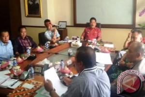 Silang Pendapat Penertiban Alat Peraga Kampanye Pilkada Karangasem