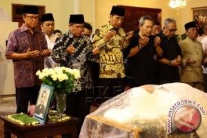 Jokowi Melayat Suhardiman