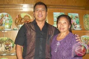 Putu Lengkong dan Mimpi Museum Lukisan Keramik