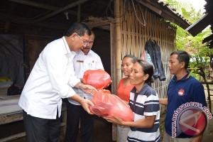 Wabup Sutjidra Siap Bantu Bedah Rumah Warga Miskin Gerokgak