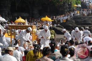 "Upacara ""Piodalan"" Pura Padmasana Kantor DPRD Bali"